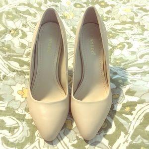Tan heels size 7 Bamboo brand